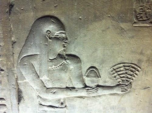 De gamla egyptierna söker kontakt. Tur att de har bra täckning.